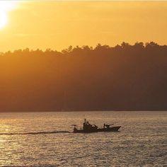 Good Morning world Navy on duty in the morning #Galle #SriLanka  More story @manula_w  #TravelSriLanka #VisitSriLanka #Sunset #Navy #navyboat #security #beach #sunrise #SriLankaBeach #hashtagsrilanka #nature