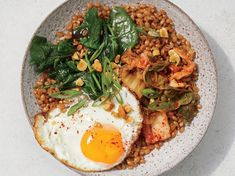 Wilted Spinach and Fried Egg Wheat Berry Bowl #wheatberry #wheat #wheatlovers #wheatgrass #wheatberries #farming #healthy #homegrown #Farm #wheatrecipes #food #foodie #healthylifestyle #healthyeating High Protein Vegetarian Recipes, Healthy Breakfast Recipes, Healthy Recipes, Healthy Breakfasts, Vegetarian Meal, Vegan Protein, Lunch Recipes, Wheat Berry Recipes, Spinach Health Benefits