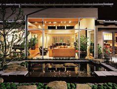 Home with a courtyard on Lake Washington