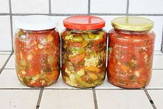 Ghiveci pentru iarna in ulei sau suc de rosii Pickling Cucumbers, Canning Recipes, Pinterest Recipes, Preserves, Celery, Pickles, Mason Jars, Food And Drink, Favorite Recipes