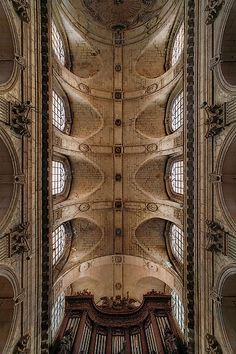 Ceiling inside eglise Sanit-Sulpice