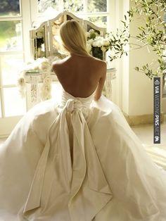 Wedding Trends: The Backless Wedding Dress » Inspiring Pretty | VIA #WEDDINGPINS.NET