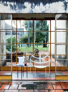 Modernist house becomes the stage for beautiful essay