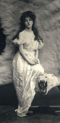 Today in 1853, Architect Stanford White is born. A portrait he commissioned of Evelyn Nesbit: http://ow.ly/DOyA9