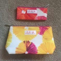 Clinique Makeup Bag Set 1 big bag & 1 little bag by Clinique. Stand on own. Big one is very spacious & the smaller one is extremely compact. Zippers in perfect working order. Like brand new. Never been used. Perfect condition.                                                                        NO TRADES                                               NO LOW BALLING                                       NO PAYPAL Clinique Bags Cosmetic Bags & Cases