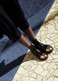 the geometric pattern below her feet is just beautiful