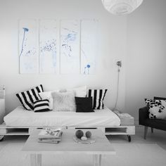 olohuone,kuormalavat,Tee itse - DIY,vaalea sisustus,taidetta,sininen,kuormalava