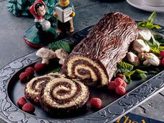 Yule Log Cake - How cool is that, even has an idea for marshmallow mushrooms :-)