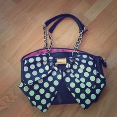 Betsey Johnson purse Betsey Johnson purse, barely used, excellent condition Betsey Johnson Bags Satchels