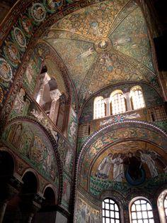 mausoleo Gala Placidia -Ravenna -Italia Ravenna Italia, Byzantine Art, Romanesque, Celestial, Italy Travel, Art History, Persona, Medieval, Interior