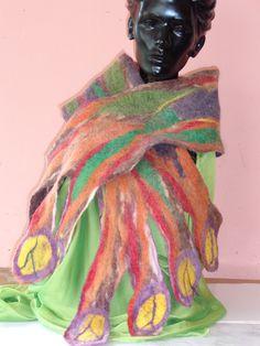 bufanda elaborada a mano con vellon de alpaca marca PAQOCHA-ECUADOR