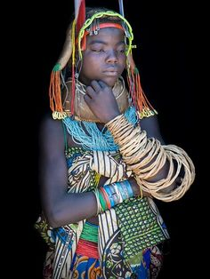 Young woman from the Muila ( Mumuhuila ) tribe in Angola . Her name is Tchamenecua. Those remarkable wooden rattan bracelets are an indication of social status: she's unmarried and looking for a husband. African Tribes, African Women, African Beauty, African Fashion, John Kenny, Precious Children, Famous Photographers, Black Women Art, African Culture
