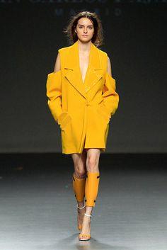 JUAN CARLOS PAJARES | ABRIGO APLIQUES METACRILATO Ethical Fashion, Womens Fashion, Advanced Style, Black Girl Fashion, Jacket Style, Color Trends, Ready To Wear, Raincoat, Couture
