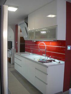 Kuchyňa biela lakovaná - BMV Kuchyne