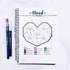 17 Bullet Journals to fall that make us want to start ours - # to . 17 Bullet Journals à tomber qui nous donnent envie de commencer le nôtre – 17 Bullet Journals to fall that make us want to start ours – start Bullet Journal Tracker, Weekly Spread Bullet Journal, February Bullet Journal, Bullet Journal Inspo, Bullet Journal Layout, My Journal, Journal Pages, Journal Challenge, Challenge Ideas