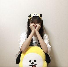 photo by : chimmy_vi Girl Pose, Uzzlang Girl, Korean Aesthetic, Aesthetic Girl, Poses, Ulzzang Korean Girl, Kpop Merch, Foto Instagram, Cute Korean