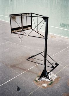 Creative Photography, Merde, -, and Les-Nyc image ideas & inspiration on Designspiration Basketball Ground, Love And Basketball, Basketball Hoop, Urban Photography, Creative Photography, Amazing Photography, Color Photography, New Tap, Sports Graphic Design