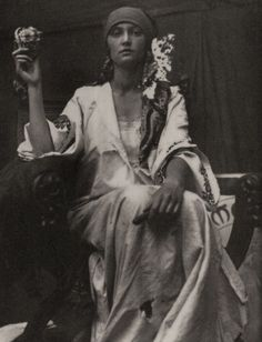 Alphonse Mucha, world renowned for his Art Nouveau graphics, used photographs of models for much of his reference material. But sometimes the photographs themselves were beautiful and had that Mucha look about them—such as this inspirational 1919 image he Alphonse Mucha, Gypsy Life, Gypsy Soul, Vintage Gypsy, Vintage Beauty, Vintage Black, Vintage Art, Ansel Adams, Belle Epoque
