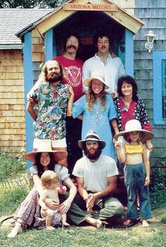 Members of a hippie commune on Martha's Vineyard Peter Simon / Stock, Boston Peck and Deyle, p. Hippie Man, Hippie Love, Hippie Style, 1970s Hippie, Hippie Vibes, Hippie Chick, Amish, Hippie Movement, Child Of The Universe
