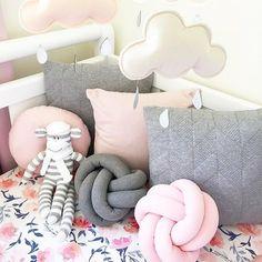 Wer'e continuing with the cosy vibes today with this photo by @casacreativity featuring fabrics from @savannahandthree  I - - - #kidsinteriors_com #kidsinteriors #kidsinterior #kidsroom #childrensroom #barnrum #kinderkamer #kinderzimmer #barnerom #kidsdesign #kidsdecor #decorforkids #kidsroomdecor #babyinspo #kidsbedding #cosy #nurseryinspo #nurserydecor #nursery #chambreenfant #chambrebebe #sweet