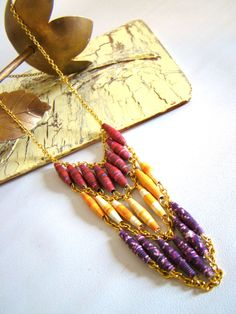 The Paper Sunrise Necklace - I love the colors in this piece! Paper beads have that air of simplicity and nostalgia which is very appealing. I want to try incorporating them into purses/clutches/bags and even wall art. Paper Beads Tutorial, Make Paper Beads, Paper Bead Jewelry, Quilling Jewelry, Bead Jewellery, Fabric Jewelry, How To Make Beads, Beaded Jewelry, Body Jewelry