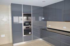 Cozinha em termolaminado cinza (De Ansidecor)