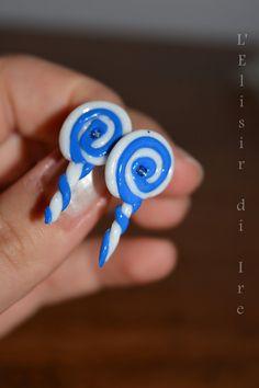 orecchini LECCALECCA a lobo blu e bianchi con perlina centrale, by L' Elisir di Ire, 10,00 € su misshobby.com