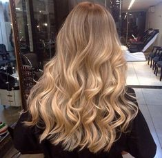 20 Cute and Easy Blonde Balayage Hairstyles – My hair and beauty Blonde Hair Looks, Brown Blonde Hair, Long Blonde Curls, Warm Blonde, Hair Day, New Hair, Hair And Beauty, Beauty Tips, Beauty Hacks
