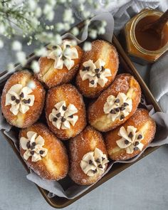 These salted caramel brioche doughnuts are the perfect combination of a fluffy brioche doughnut filled with a sweet and salty caramel pastry cream. Easy Dinner Recipes, Sweet Recipes, Dessert Recipes, Fun Desserts, Snack Recipes, Donut Recipes, Cooking Recipes, Cooking Ideas, Bread Recipes