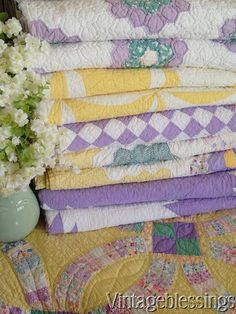 Purple and yellow, whispers Easter to me. Old Quilts, Antique Quilts, Vintage Quilts, Baby Quilts, Vintage Sewing, Vintage Textiles, Farmhouse Quilts, Rustic Quilts, History Of Quilting