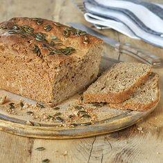 Mueslibrood met banaan Pains, Muesli, Bread Baking, Banana Bread, Desserts, Food, Food Cakes, Deserts, Snacks