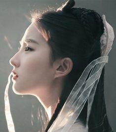 Hanfu:traditional Chinese costume. Liu Yifei in 'Legend of Condor Hero'.