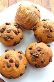 Muffins de Vainilla y Chispas de Chocolate Deli Food, Food Gallery, Plum Cake, Chocolate Muffins, Cake Shop, Cupcake Cookies, Mini Cakes, Kids Meals, Bakery