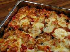"""Een heerlijke vegetarische ovenschotel! In een wip klaar!  Deze overschotel is een eigen versie van """"Melanzane Parmigiana"""". In het origine..."""