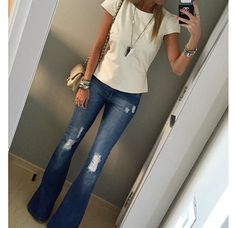 52 Flare Pants To Wear Today - Flare Jeans for women - Ideas of Flare Jeans for women - 52 Flare Pants To Wear Today Pants Mode Outfits, Casual Outfits, Summer Outfits, Mode Style, Style Me, Look Fashion, Autumn Fashion, 80s Fashion, Looks Jeans