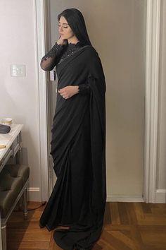 Indian Fashion Dresses, Indian Gowns Dresses, Indian Designer Outfits, Shadi Dresses, Saree Designs Party Wear, Saree Blouse Designs, Kurta Designs, Trendy Sarees, Stylish Sarees