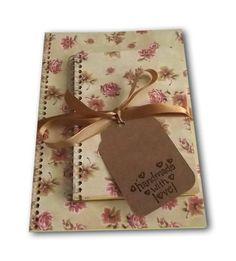 Kit de cadernos para anotações.