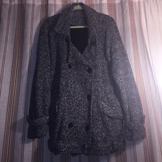 ❤️ Free people jacket, size XL ❤️ Stylish beautiful black & white knot pea coat by Free people jacket Size L runs big which is why I listed XL. Material is super comfy. It also comes with a belt made out of the same fabric that goes around the bottom (it has belt loops) but is optional. Too big for me that's why selling. Worn a few times like new Free People Jackets & Coats Pea Coats