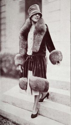 Les Modes (Paris) 1927 Manteau. Creation de Jean Patou