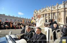 """""""Confiemos a María, Reina de la familia, todas las familias del mundo, para que puedan vivir en la fe, en la concordia, en la ayuda recíproca"""", pidió el Papa Francisco."""