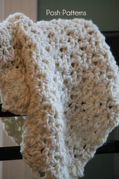 Gorgeous baby blanket crochet pattern--great for gift giving.