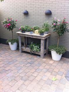 Buiten  mooie sidetable met groen Door June  Tuin  Pinterest  Met ...