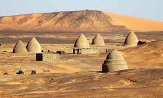 Sudan. Necropoli di Old Dongola www.inognidove.it/viaggilevi-sudan/travel/