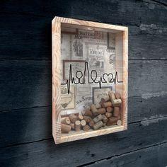 Porta Rolhas feito em madeira e acrílico.    O fundo e as frases podem ser personalizadas.    Formato 30x43cm    Fazemos outros formatos sob encomenda!
