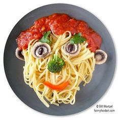 fun food ideas: another simple pasta face - Essen Food Art For Kids, Fun Snacks For Kids, Healthy Meals For Kids, Healthy Foods To Eat, Kids Meals, Baby Food Recipes, Cooking Recipes, Hotel Food, Food Decoration
