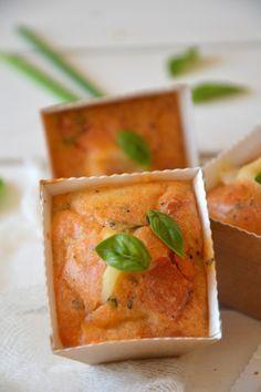 Mini-muffins apéritifs tomate ~ mozzarella ~ basilic http://www.lesrecettesdejuliette.fr