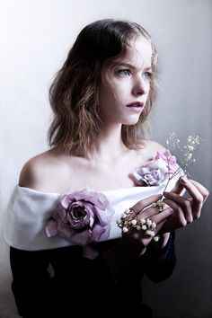 Etherial (Various Editorials) Modern Fashion, Look Fashion, Soiree Party, White Doves, Commercial Photography, Flower Fashion, Ball Gowns, Fashion Photography, Editorial