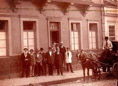 Fundada em 19.12.1912, a Universidade do Paraná, como foi chamada inicialmente,  teve como sede o prédio número 42 da rua Comendador Araújo, próximo ao bairro do Batel.  Essa casa pertencia ao ervateiro Manuel Miró e foi alugada para a Universidade nesses anos primeiros.