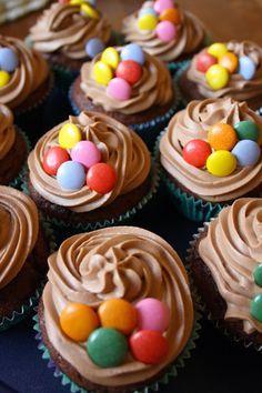Suklaamuffinsit Philadelphia Marobou-kuorrutteella - Ideatasku Cupcake Frosting, Cupcakes, Cupcake Recipes, Baking Recipes, Low Blood Sugar, Philadelphia, Donuts, The Cure, Food And Drink