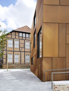 This is a residential property in Kiel, Germany. The panels are made of weathering steel. The steel is reminiscent to the shipbuilding industry historically significant to the town of Kiel. Types Of Architecture, Modern Architecture, New Housing Developments, Metal Facade, Architectural Materials, Weathering Steel, Steel House, Wall Finishes, Facade Design